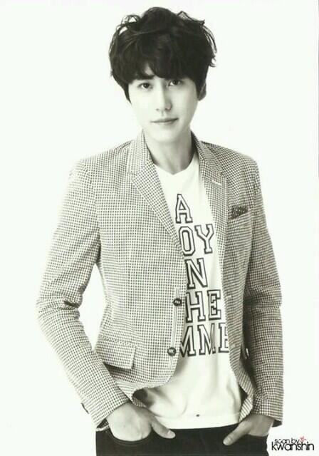 SMTown Week 'SJ Treasure Island' Postcard - Kyuhyun in a cool pose! ^^ (Cr:Kwanshin)