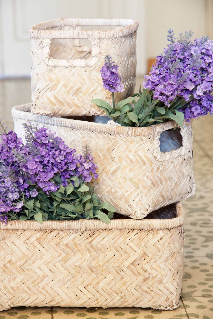 Cajas y flores de muy mucho #muymucho #muymuchopormuypoco #decoracion #orden #flores