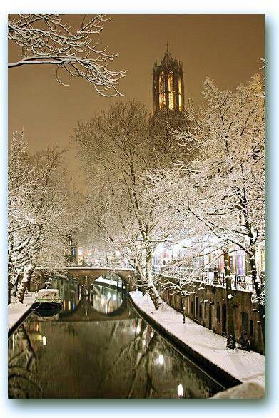 Utrecht, oude Gracht, Domtoren in de winter