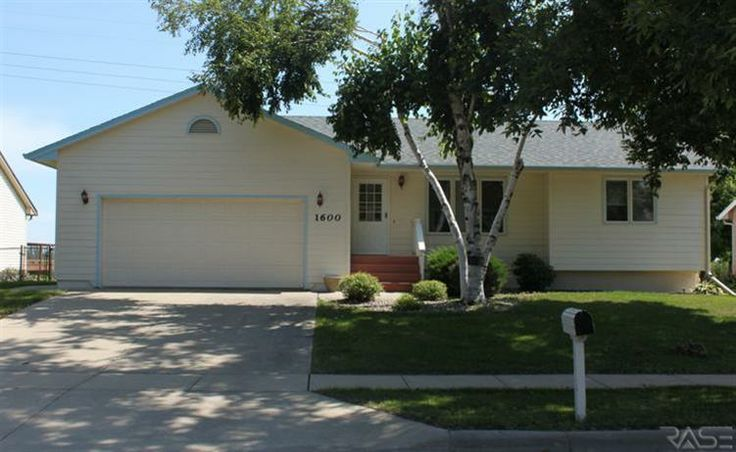 1600 South Sunny View Sioux Falls SD Status: Active CNT Misc Bedrooms: 3 Bathrooms: 2 Sq Ft: 1,596 Asking Price: 149,900 Listing Agent: Jeffrey Merrill Listing Company:  MLS Number: 21305840  Location, Location, Location!  Great three bedroom 2 bath ranch home on the East Side. Check out the lower level with beautiful brick gas fireplace. Double car garage,fenced in backyard,and no backyard neighbors!