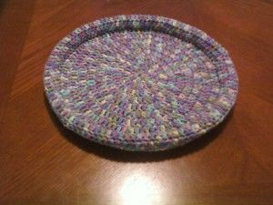 Easy to make, one skein kitty bed, make one donate one (to the local shelter) They're the Cat's Meow: Free Crochet Patterns for Cat Lovers!  ** Free Pattern as at 15th May 2015