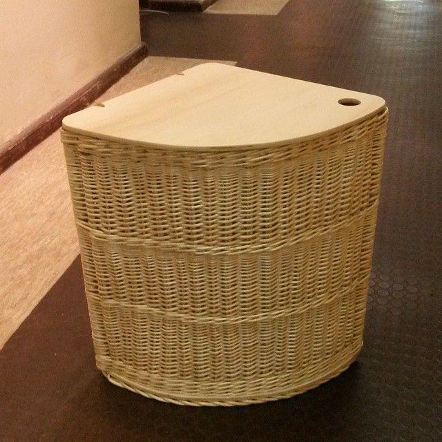 """""""#Wäschekorb #Dreieckig #Korbmacher #Weide #Boden und #Deckel aus #Holz #Blindenhilfswerk #Wickerwork #BasketMaker #Flechtkunst"""""""