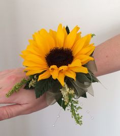 Sunflower wrist corsage maybe a bit smaller? Burlap... not that other stuff...for  Bev, Pat