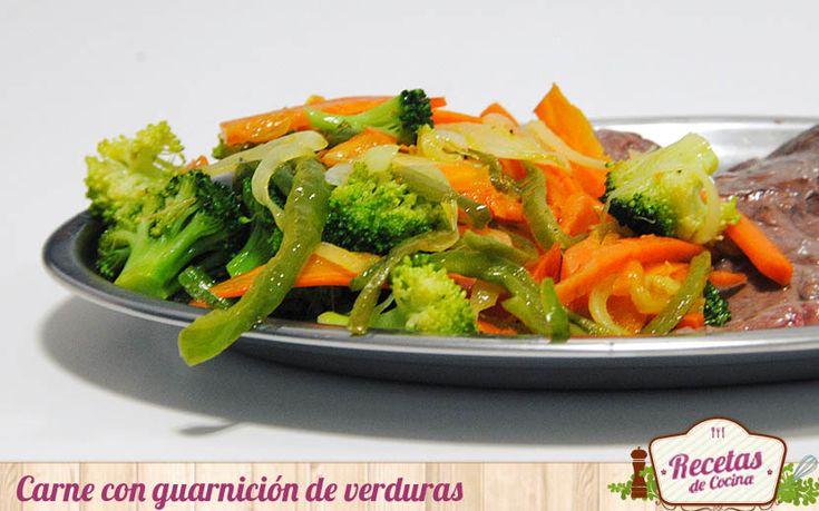 Filetes con guarnición de verduras - Las patatas fritas son un acompañamiento al que pocos se resisten; todo un atractivo especialmente para los mas pequeños. Pero hay otras guarniciones mas saludables con las que acompañar un entrecot, un solomillo o una chuleta de cerdo. Hablamos de una guarnición de verduras, por supuesto. Lo id... - http://www.lasrecetascocina.com/filetes-con-guarnicion-de-verduras/