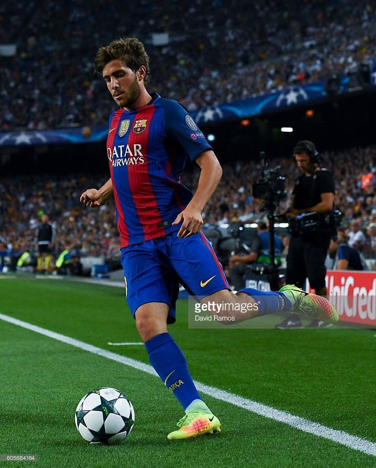 Sergi Roberto of FC Barcelona runs with the ball during the UEFA Champions League Group C match between FC Barcelona and Celtic FC at Camp Nou on September 13, 2016 in Barcelona, .