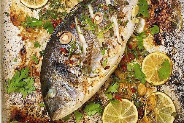 Μια πρωτότυπη πεντανόστιμη συνταγή για ένα νοστιμότατο ψάρι. Τσιπούρα με λαχανικά στο λαδόκολλα. Θα το απολαύσετε εσείς και οι συνδαιτημόνες σας, γευστικ