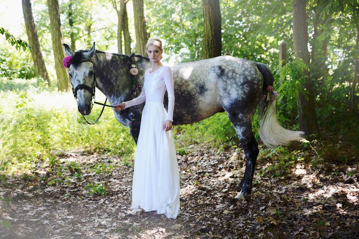 wedding session with a horse / horse friend's wedding / sesja ślubna z koniem / fot. Aga Bondyra Fotografia