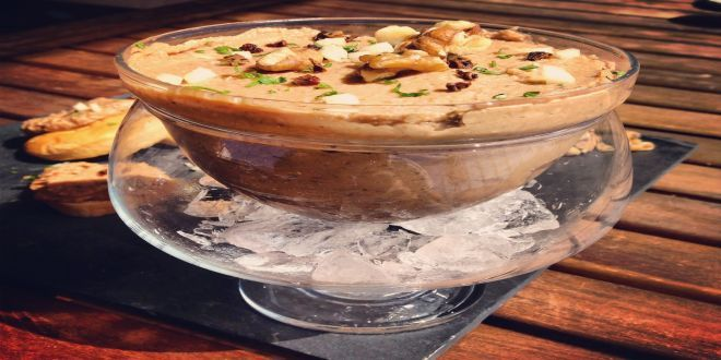 Paté de Ave con Nueces, un Paté casero, delicioso y muy fácil de preparar. Estos son los Ingredientes y el Modo de Preparación Paso a Paso.