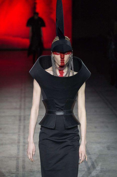 Gareth Pugh Automne/Hiver 2015, Womenswear - Défilés (#20961)
