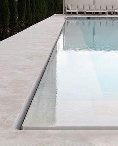Minimal swimming pool edge detail. Pinned to Pool Design by Darin Bradbury.