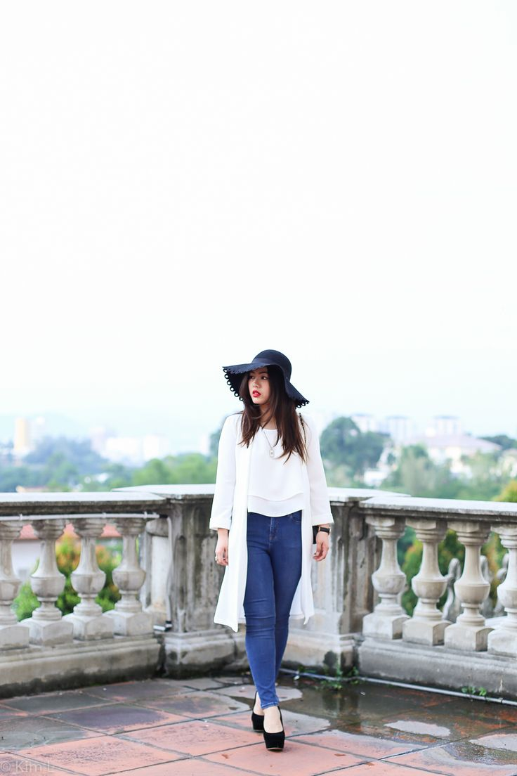 Classic white top and jeans combo | Topshop jeans, floppy hat   #bloggerstyle #style