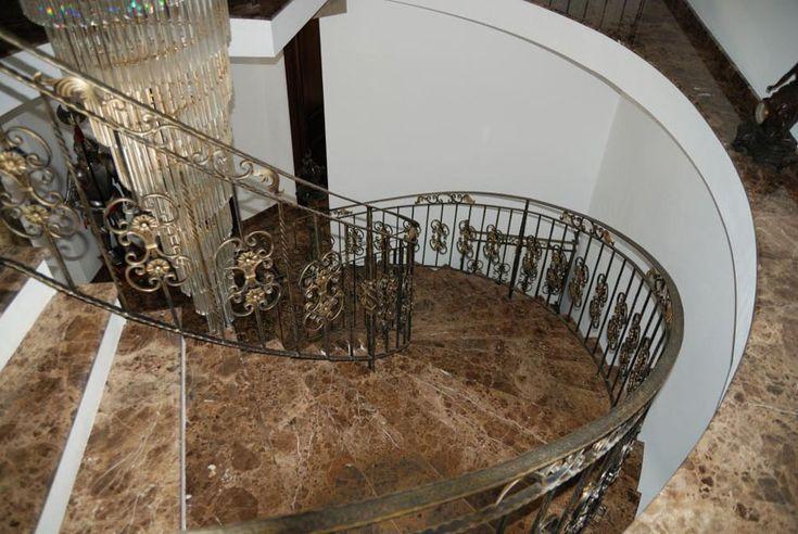 производство лестницы под ключ - облицовка камнем