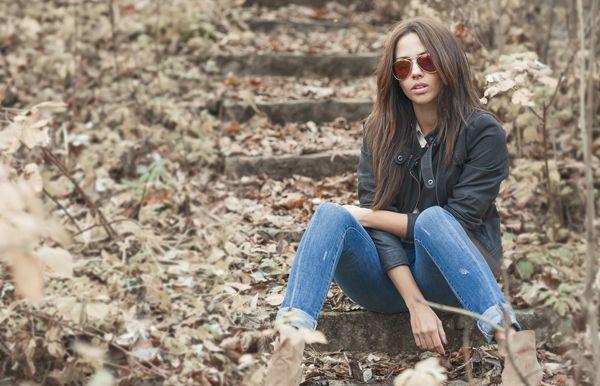 Gli 8 errori di stile che ci fanno sembrare più vecchie? Il tweed , occhiali da lettura, capelli grigi, Scarpe comode, il cardigan e i jeans della mamma....http://www.sfilate.it/237813/gli-8-errori-stile-ci-fanno-sembrare-vecchie