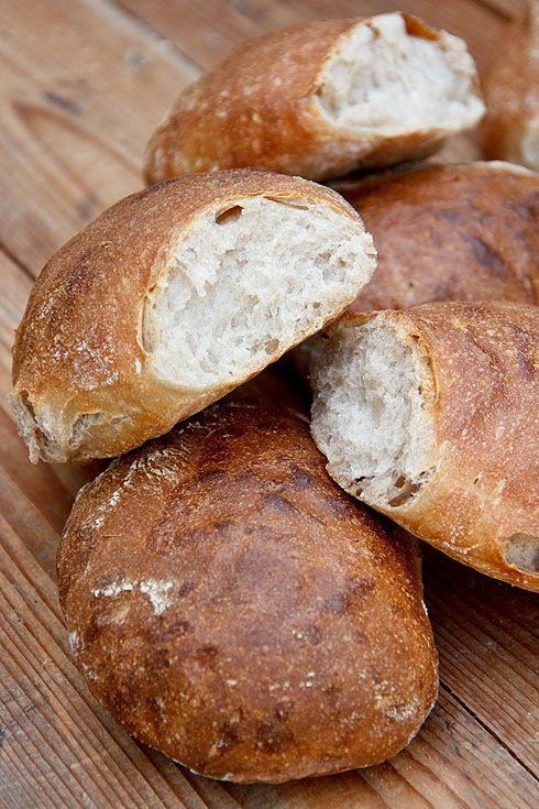 Schweizer Bürli - Plötzblog - Selbst gutes Brot backenPlötzblog – Selbst gutes Brot backen