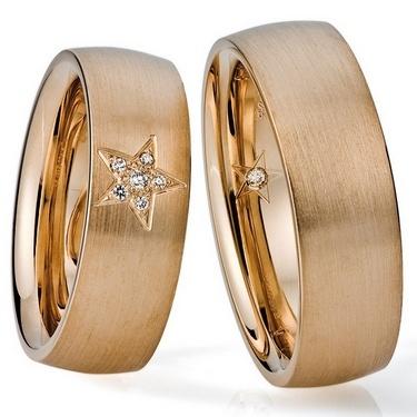 Trauringe Bad Kreuznach  Rosegoldring, in 585  Damenring mit 6 Diamanten, (1 x 0,015 + 5 x 0,005) 0,04 kt, Farbe: tw, Reinheit: si,  Herrenring mit 1 Diamanten 0,01 kt, Farbe: tw, Reinheit: si