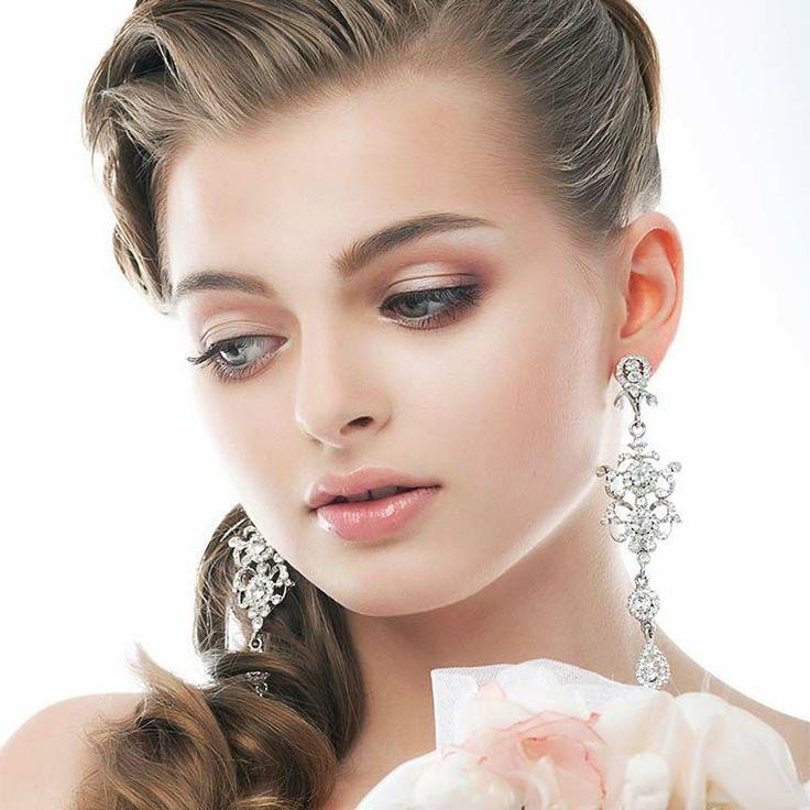 Maquillaje paso a paso para contornear el rostro de forma natural.