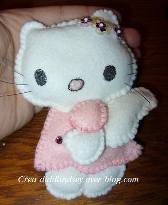 Tuto d'une autre Hello Kitty  feutrine : http://www.creactivites.com/134-accessoires-decoratifs-feutrine