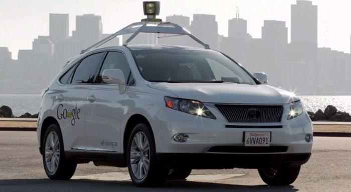 Sürücüsüz araçlarla trafik kazalarını minimum seviyeye indirmek isteyen Google, altı yıldır üzerinde çalıştığı araçlar ile toplam 2.7 milyon km yol aldı ve yaptığı kazalarda da insanları suçladı. Sürücüsüz araç programı lideri Chris Urmson, Medium'a yaptığı açıklamada manuel ve otonom modda olmak üzere toplam 20'den fazla araçla 2,7 milyon km yol aldıklarını belirtiyor. Bu yapılan sürüşün …