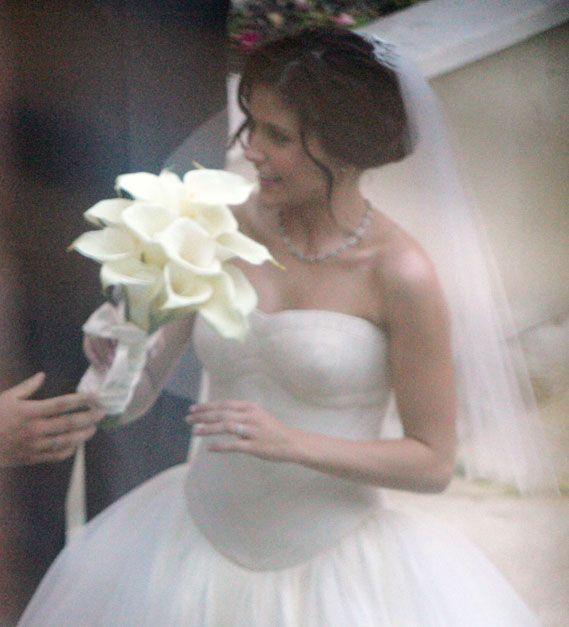 Chad Michael Murray And Sophia Bush Wedding: Sophia Bush Holds A Bouquet Of Calla Lilies On Her Wedding