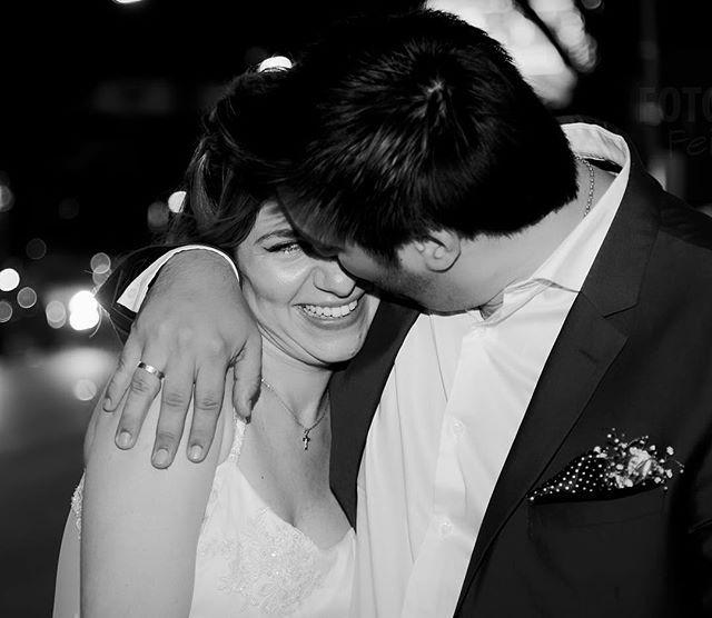 Unidos Por Siempre! Felicidad Pura en la Boda de Ale y Ra. Muchas Felicidades!!  . . . #wedding #bride #boda #bodaFotoFeijoo #fotofeijoo #weddingphotography #blackandwhite #happiness #night #casamiento #civil #fotografo