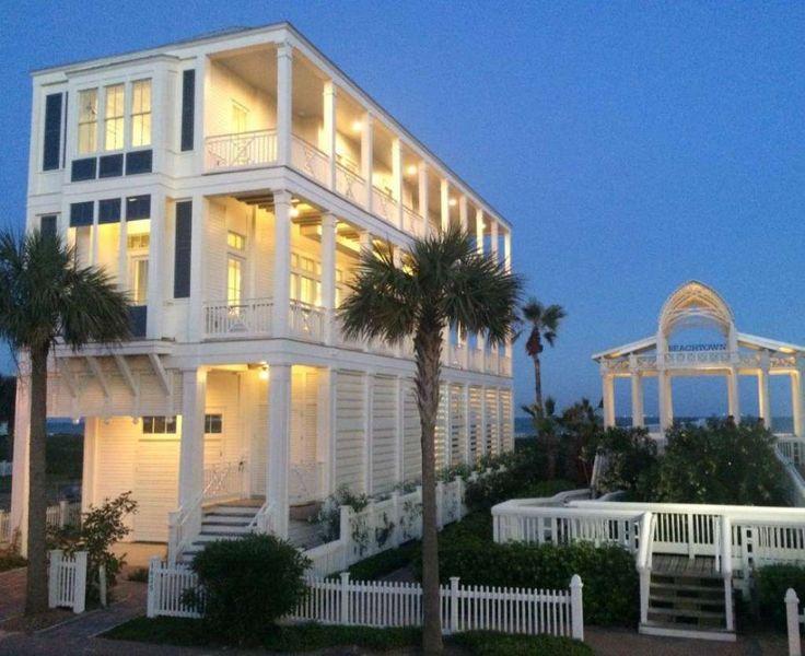 Houston interior designer Courtnay Tartt Elias nurtured a coastal vibe in this beach home, using soft neutrals, accents of blue and pops of orange. Photo: Courtesy Photo