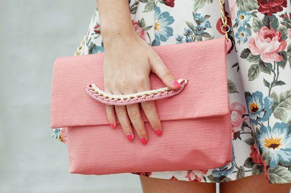 Clutch fatta a mano, borsa a tracolla, clutch rosa, clutch con catena