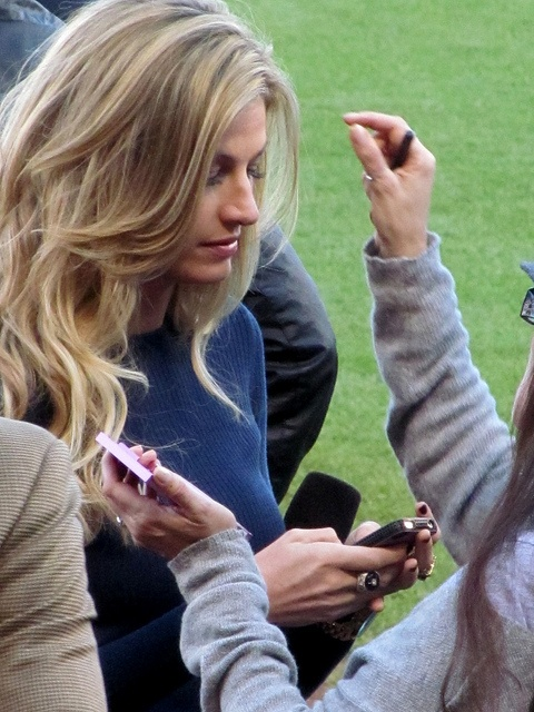 Erin Andrews. World Series, Game #2. SF