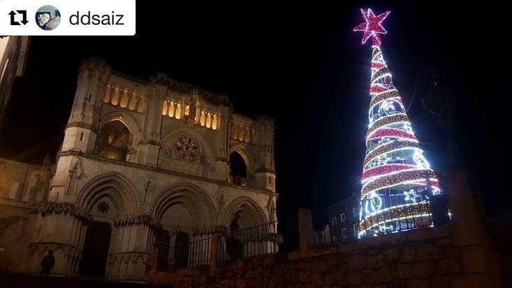Y con esta preciosa imagen navideña de @ddsaiz despedimos la semana hasta mañana zascandiles!  Feliz navidad!!  #navidad #christmas #cuencaesunica #cuenca #lucesdenavidad #catedral #catedraldecuenca #feliznavidad #picoftheday #shooting #photography #photooftheday