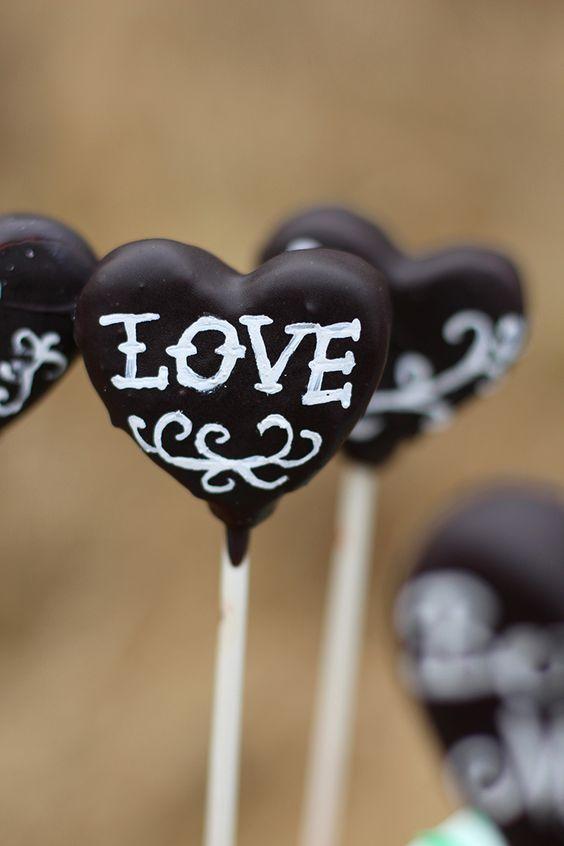 Candybar In Mintgrün   black heart shaped cakepops #blackwedding #weddingideas