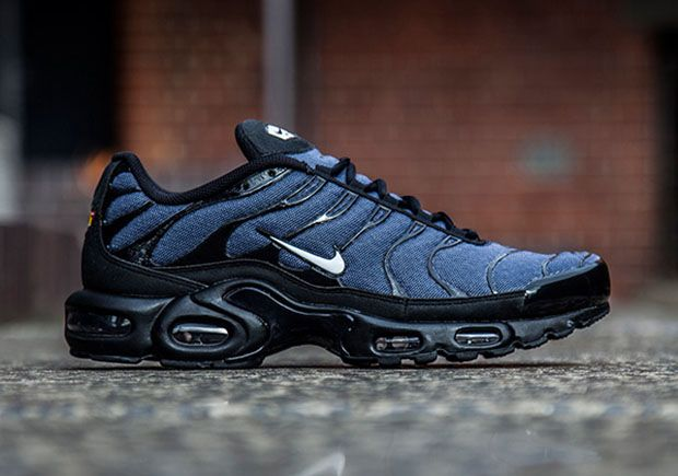 The Nike Air Max Plus switches from its usual gradient mesh upper to a whole new look this summer, with this latest version of the cult classic runner in a denim construction. The Air Max Plus from 1998 gets the … Continue reading →
