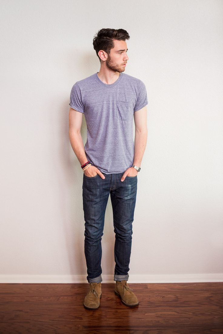 A normal t-shirt, regular jeans, and some boots. A common high school outfit for males.