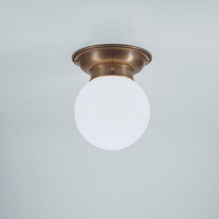 Deckenleuchte mit Opalglaskugel 16 cm  - Modell D60-115op B von Berliner Messinglampen