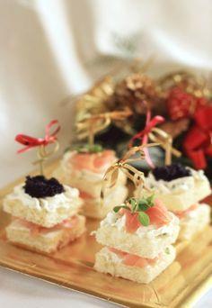 Ricette menù di Natale - In tutto il mondo il Natale è uno dei classici momenti in cui si sta con la famiglia, brindando e degustando i piatti tipici della tradizione. Non tutti i menù sono gli stessi e variano...