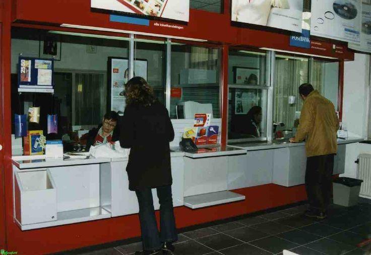 AVC Christ Warnar: 0210985 Postkantoor binnen loketten. Datum: 11/2001
