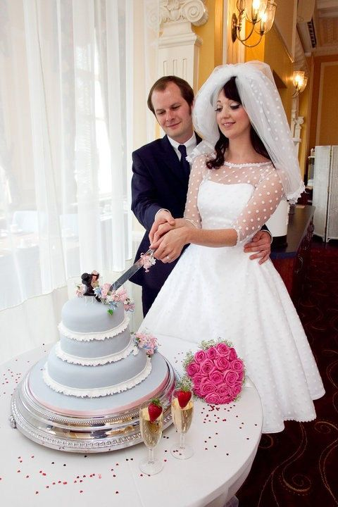 Polka Dot Wedding Gown Retro 1950s style bridal gown - my actual wedding dress had almost identical fabric to the underlay she uses