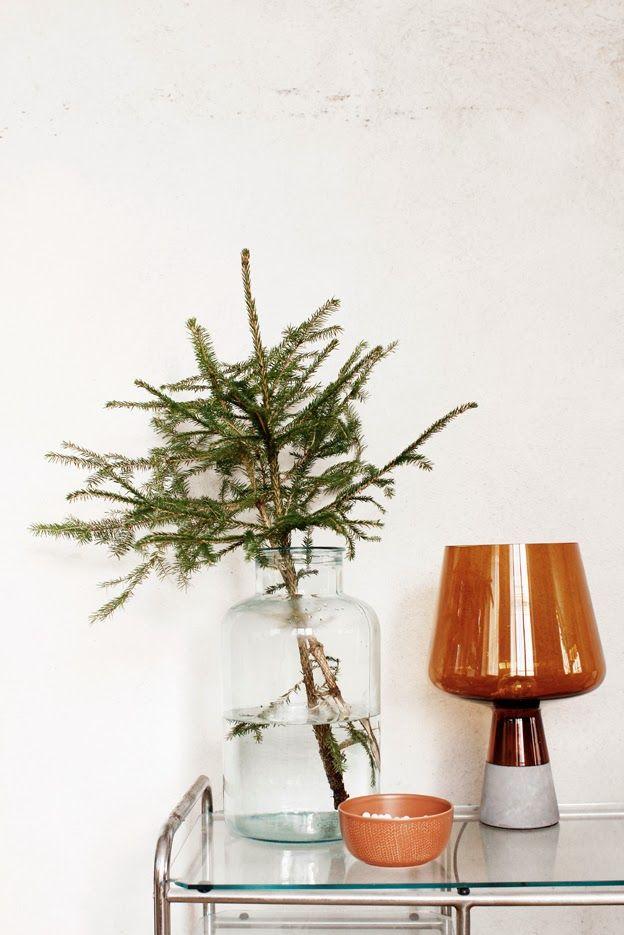 Iittala Christmas Home. Iittala + Varpunen collaboration. Leimu lamp, Sarjaton bowl in red clay.