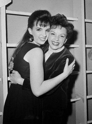 Judy Garland and Liza Minnelli | Lisa Minnelli junto a su madre Judy Garland.