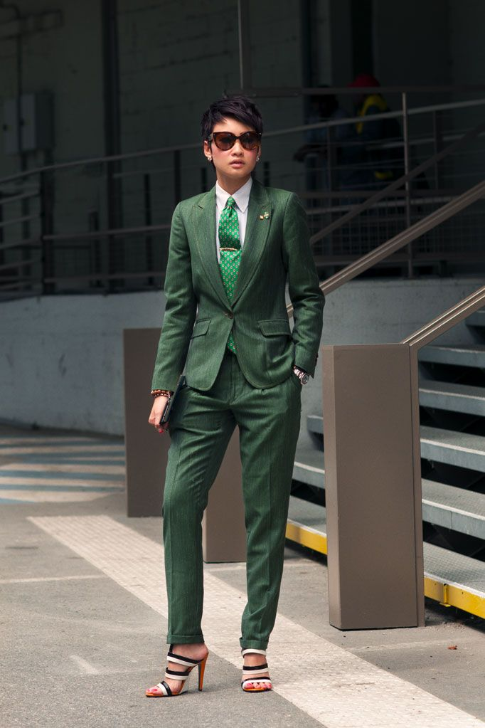 Esther Quek so hot.Like A Boss, Androgynous Style, Esther Quek, Green Suits, Black Fashion, Men Suits, Estherquek, Fashion Women, Linens Suits