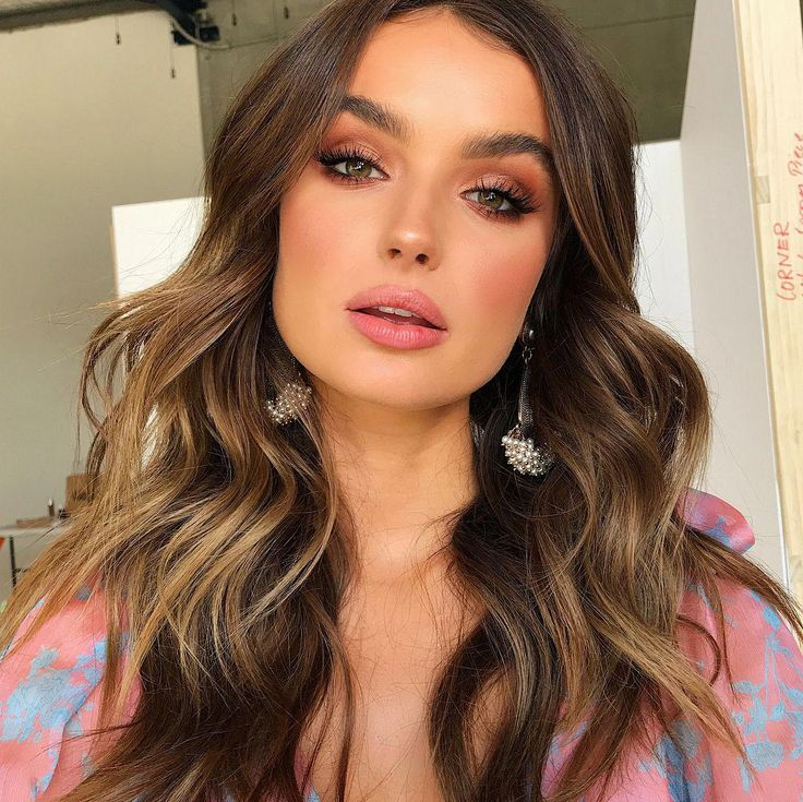 Sydney come see me recreate these waves in my joint workshop with @jaye_edwards taking you through all his colouring techniques/tape in… #gorgeousmakeupnatural