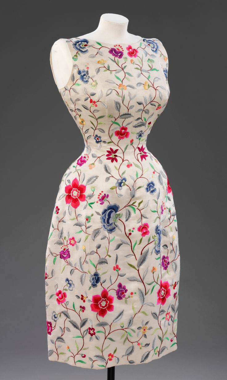 Evening dress Cristóbal Balenciaga 1962 Embroidered White silk lined with silk