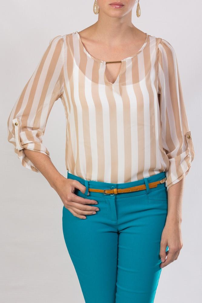 blusa crema con transparencia y diseño lineal, para combinar con pantalón coral, nude, blanco o turquesa.