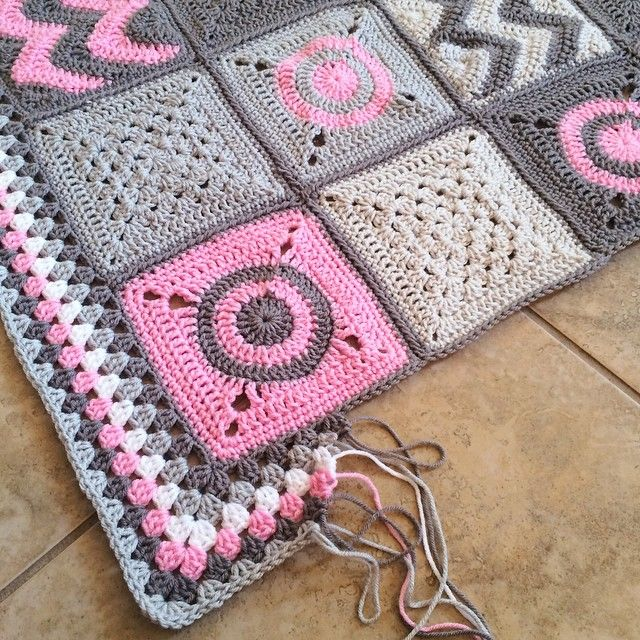 Is this anyone else on multi-color borders? Or is it just me.. 😂😂 I swear it makes me faster!! Haha! Modern Patchwork No. 5 #etsy #handmade #crochet