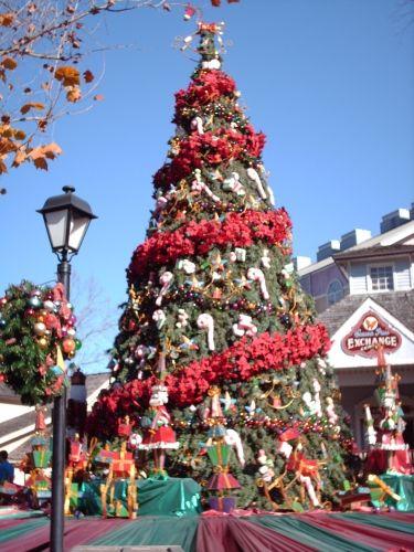 Smoky Mountain Christmas Dollywood | Smoky Mountain Christmas at Dollywood | Inside Sevierville