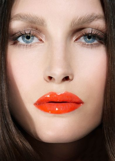 Striking Natural Hair Looks For The 2015 Bride: Lovely Natural Eyes With Striking Orange Lips. #lipstick