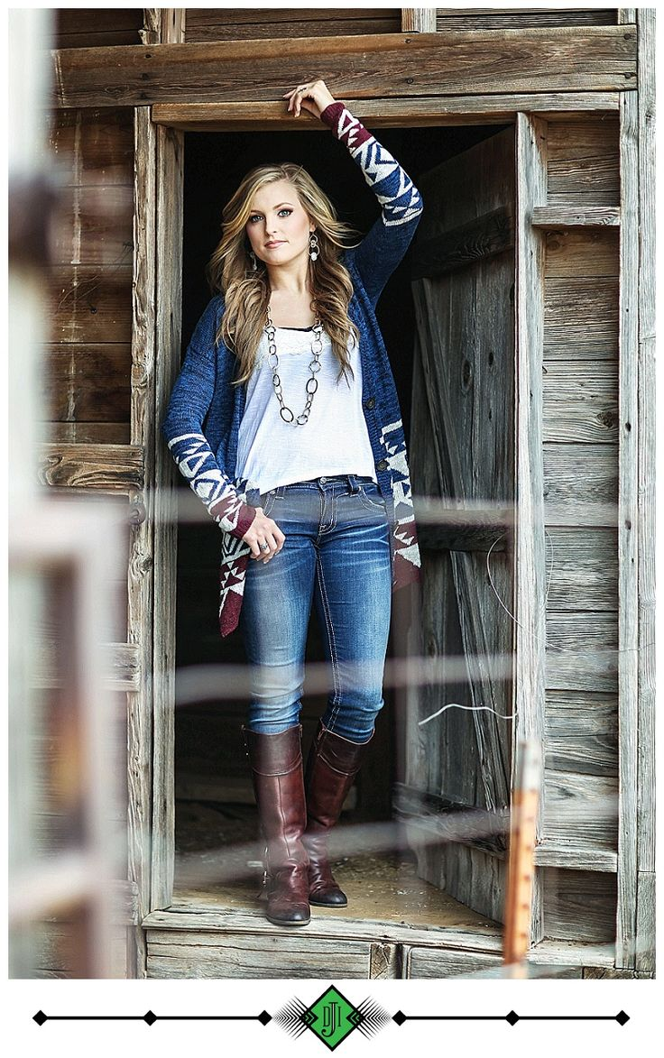 Senior Picture Ideas for Girls | Barn | Cowboy Boots | Meredith: Burkburnett Class of 2015!