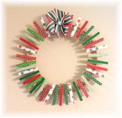 Christmas card wreath holder. Great teacher gift idea. Write each child's name on a clothespin and have them decorate a card for the teacher. Present at the classroom holiday party. This would be a neat way to present a gift card! Change out the Christmas prints for fun, summer prints and you could easily make this an end of the year thank you gift!