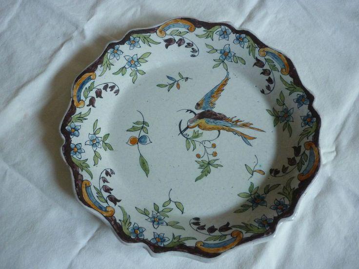 d tails sur assiette ancienne en faience de nevers la rochelle decor oiseau tenant branche d cor. Black Bedroom Furniture Sets. Home Design Ideas