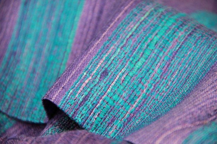 Splendide écharpe en soie femme bleu et violettte, un belle écharpe de soie sauvage 100 % naturelle et tissé de façon artisanale, pas cher.