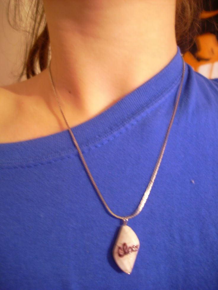 Pendant with name: TUTORIAL HERE: http://handmadeclao.blogspot.ro/2014/04/medalion-cu-nume.html