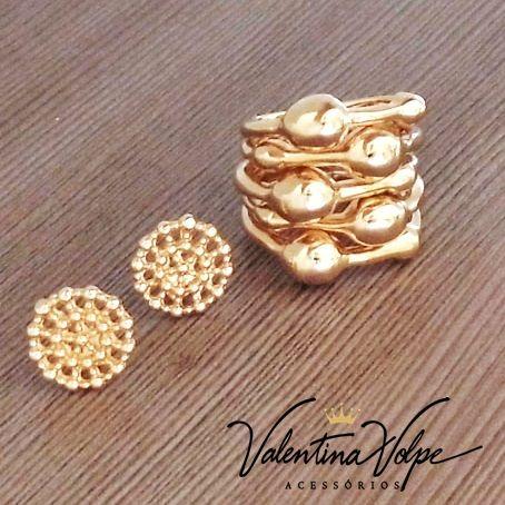 Brinco pequeno e delicado com perfeita combinação com anel largo e cheio de estilo  www.valentinavolpe.com.br